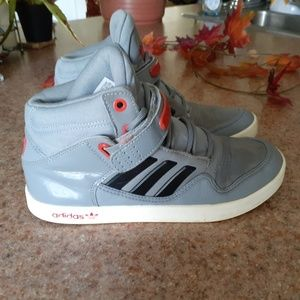 BOY Adidas Hight top size 7